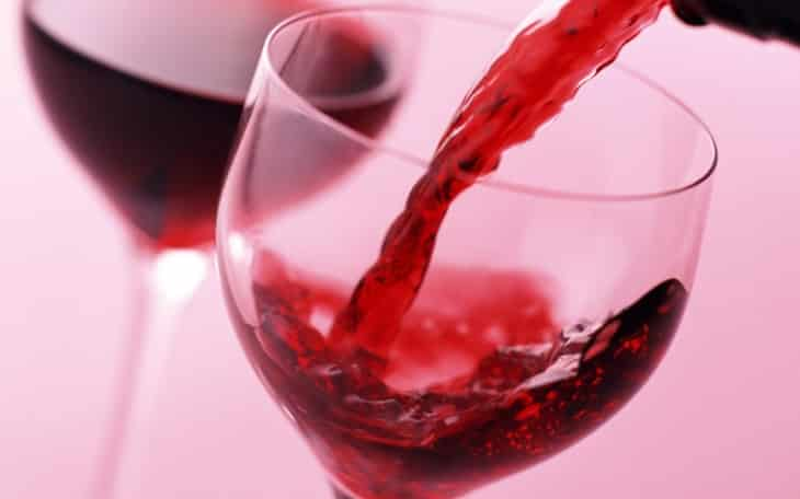 How to wash red wine