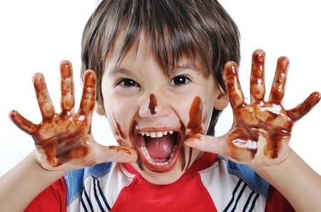 Чем отстирать шоколад