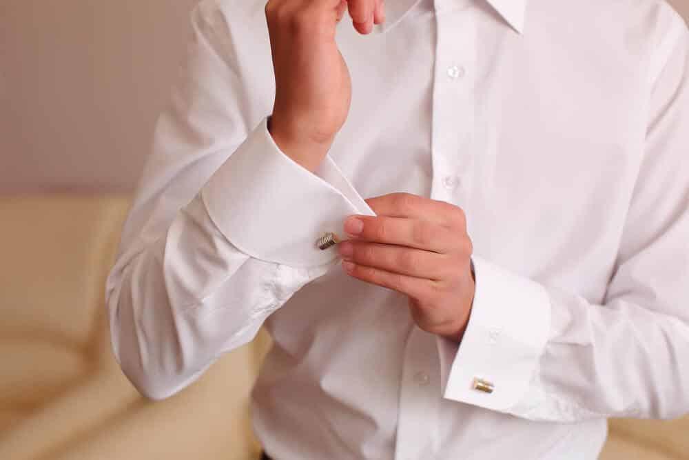 Ласкает в белой рубашке