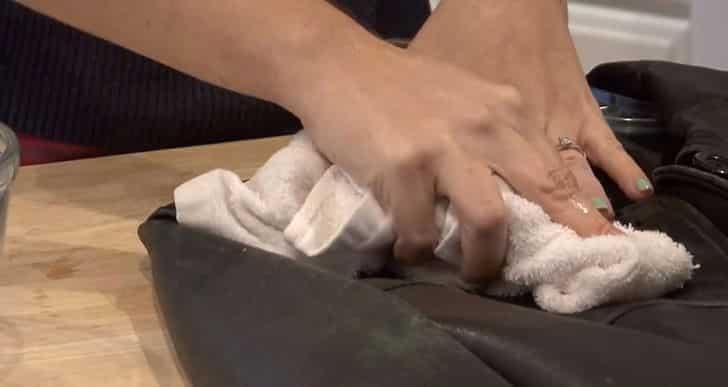Как убрать жирное пятно с куртки: выводим масляные, засаленные пятна