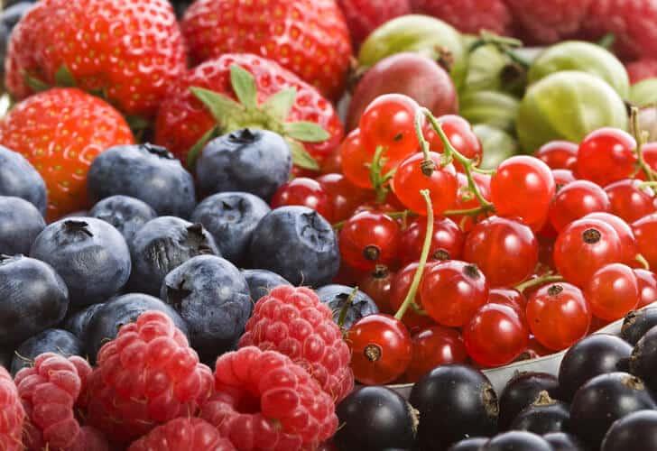 чем вывести пятна от ягод