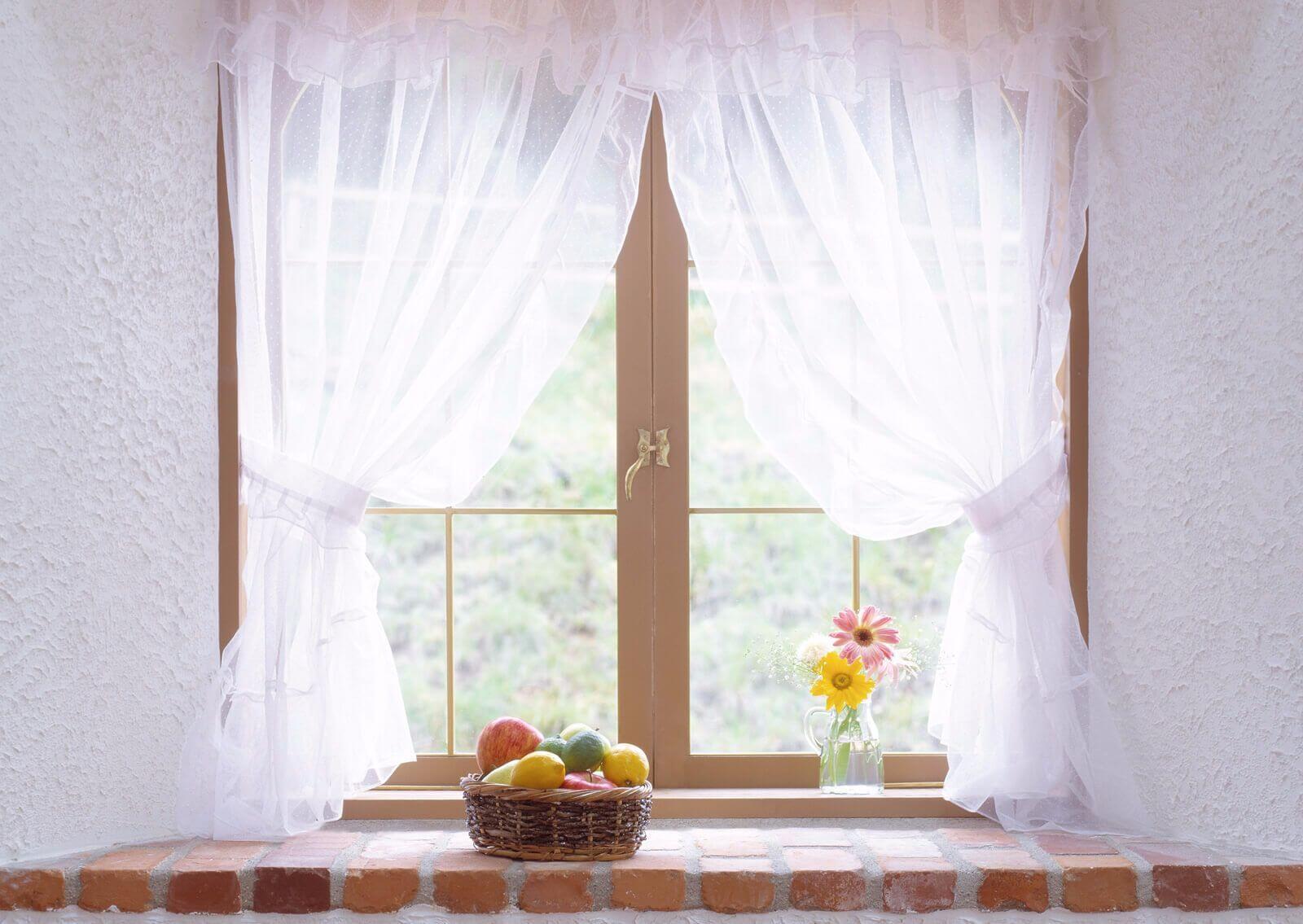 Как отстирать кухонные шторы (занавески) от жирных пятен и пыли
