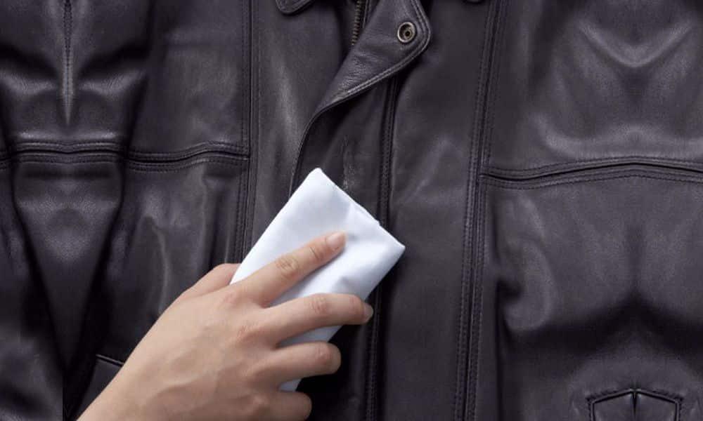 Как отстирать засаленный воротник куртки