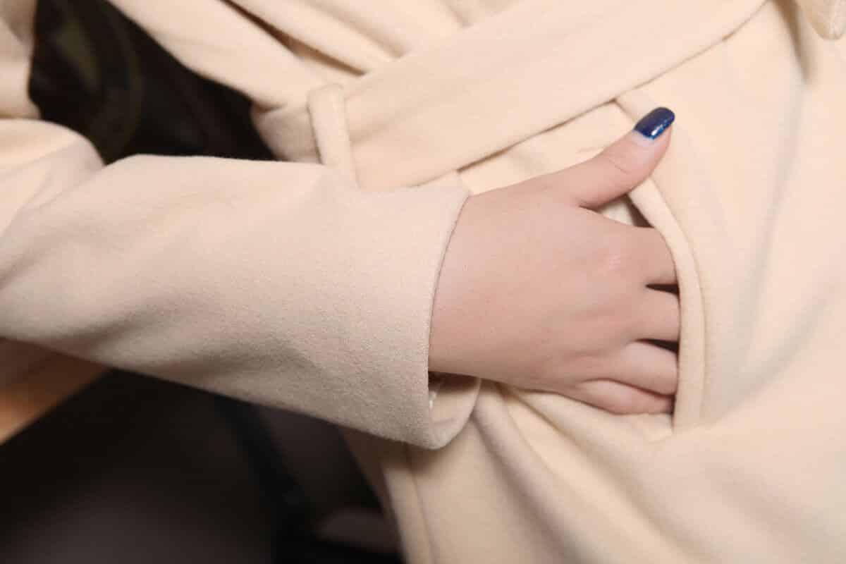 Как стирать белое пальто в домашних условиях