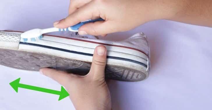 Как убрать неприятный запах из кроссовок