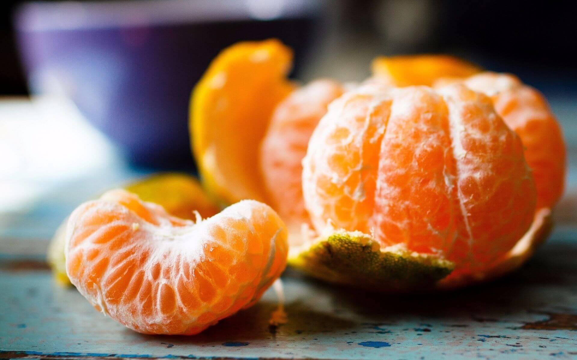 Чем отстирать мандарин с белой одежды