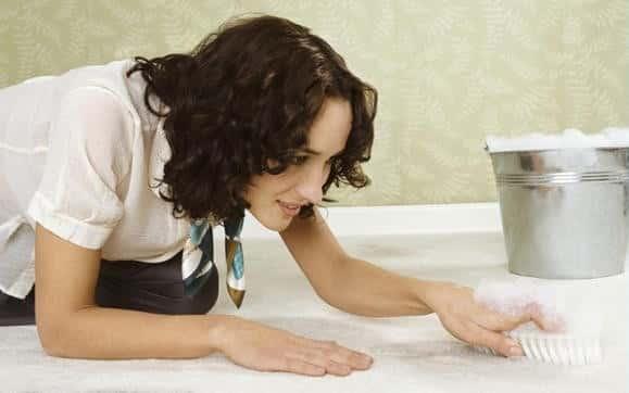 Удаление масла с обивочных тканей и ковровых покрытий