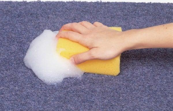 Как убрать от пятна масла на ковре