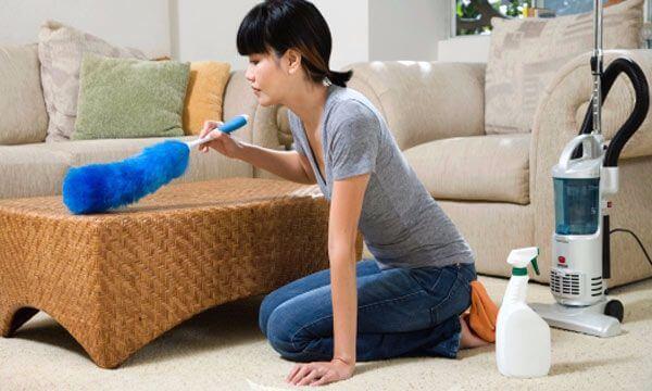 Как очистить мягкую мебель от пяте