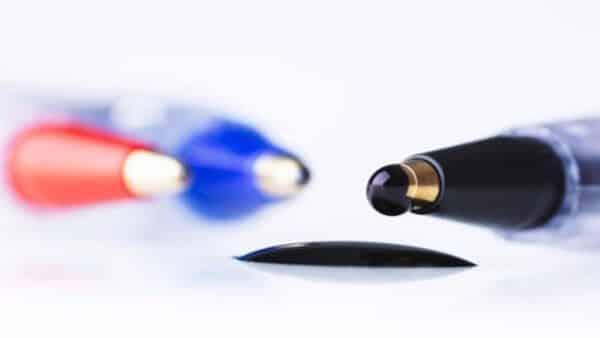 Как отстирать гелевую ручку с белой одежды