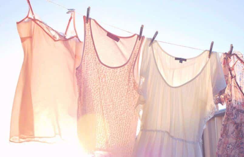 Как отстирать пятна на платье