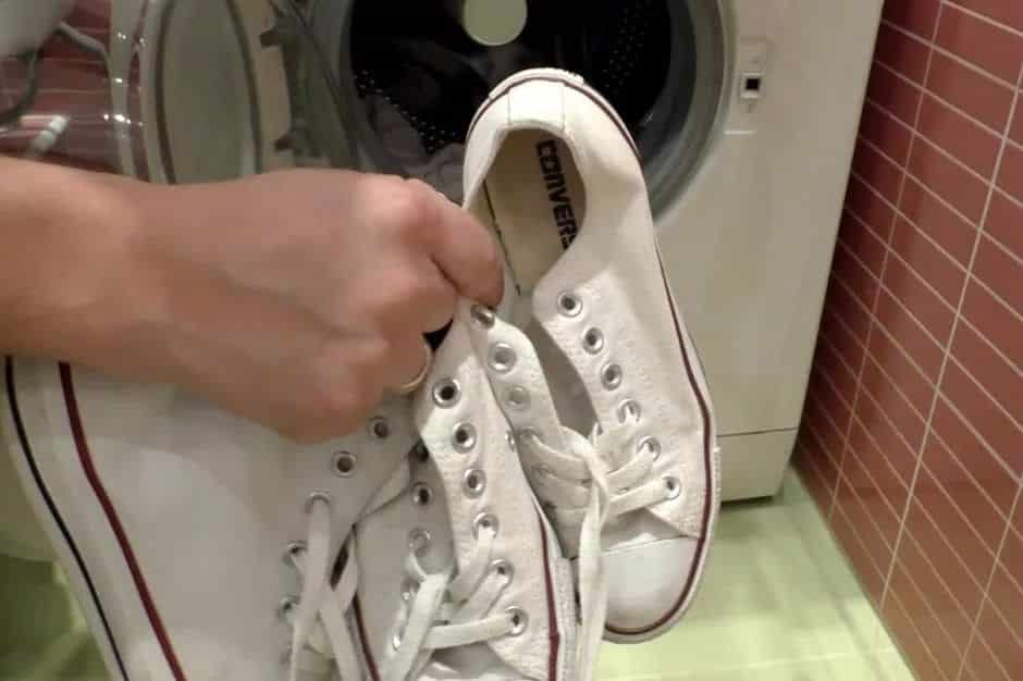 Как постирать обувь в стиральной машине автомат