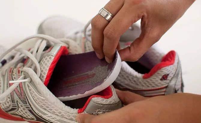 Как постирать обувь внутри