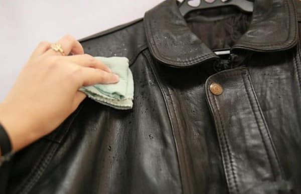 Чистка воротника кожаной куртки