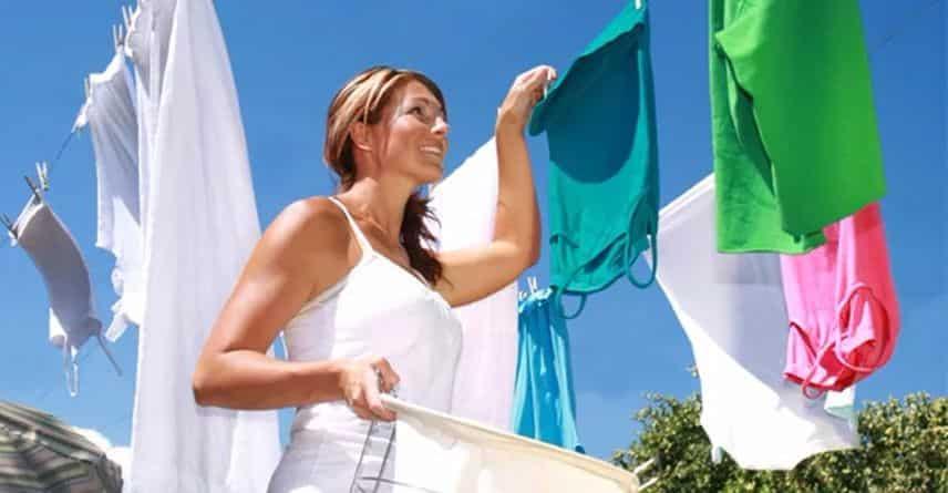 Как убрать запах из одежды не стирая