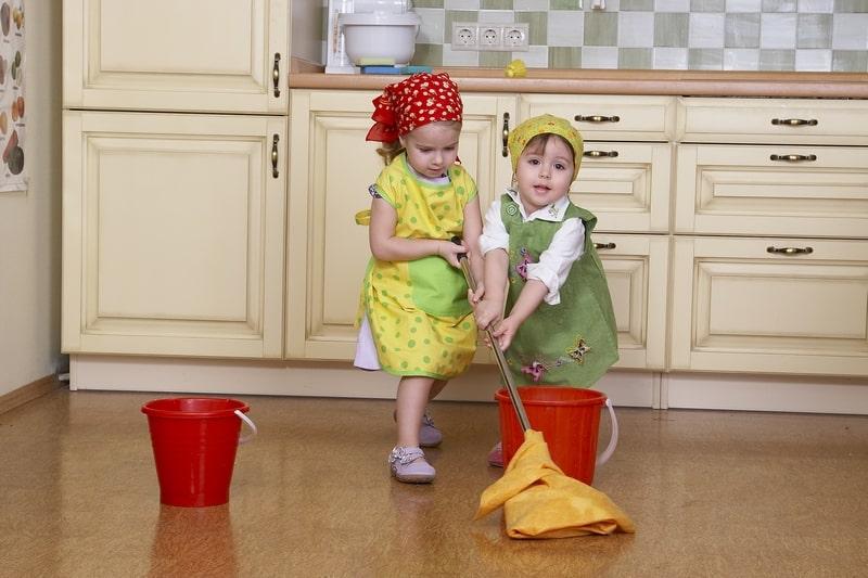 Помощь детей в уборке дома