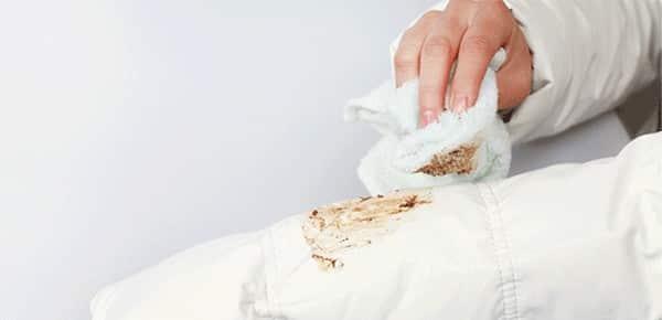 как отстирать пятна на белом пуховике