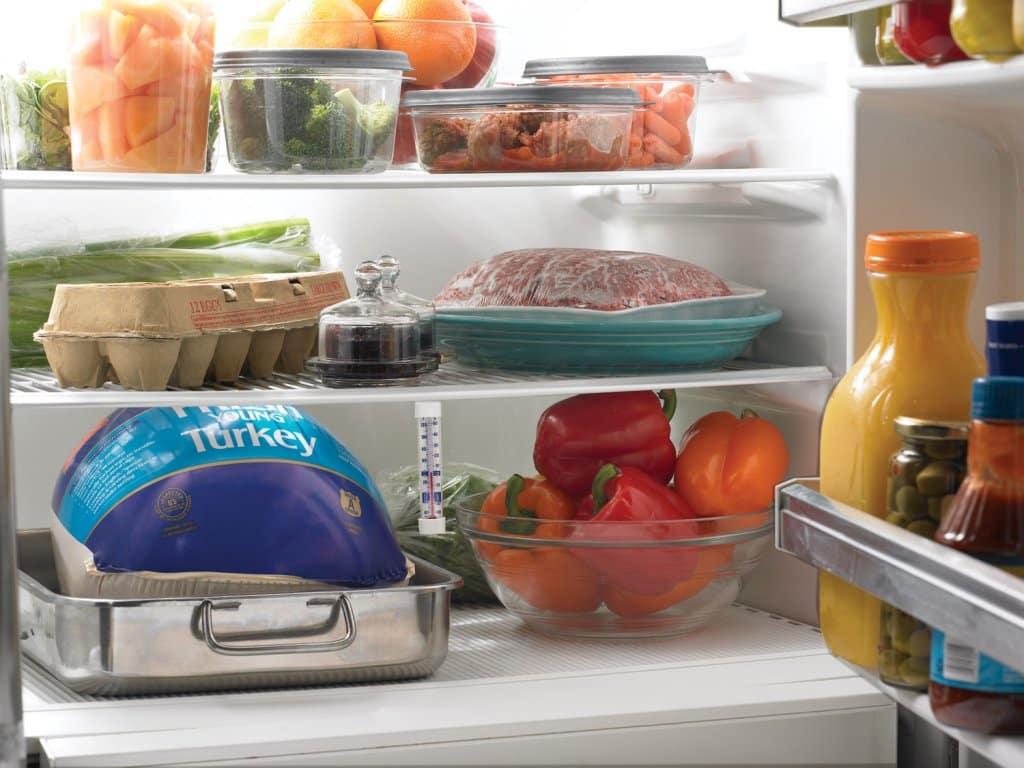 Чтобы не было запаха в холодильнике народные средства