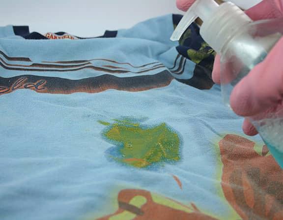 Чем отстирать нефтяные пятна с одежды