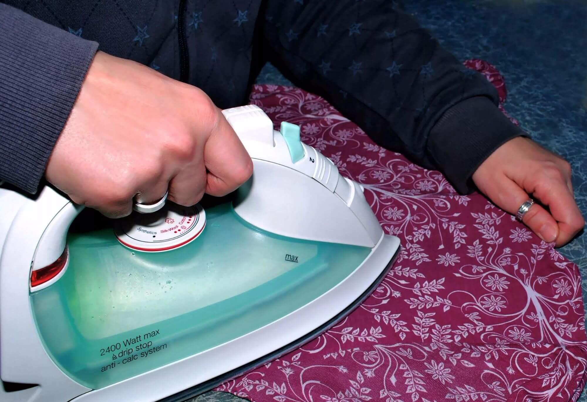 Чем убрать налет с утюга в домашних условиях