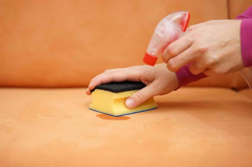 Как очистить диван от пятен фломастера